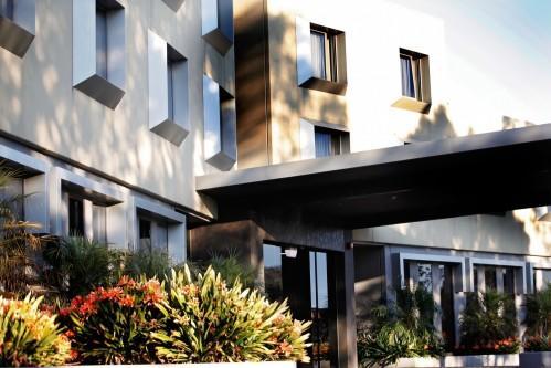 Golden Pebble Hotel – Exterior